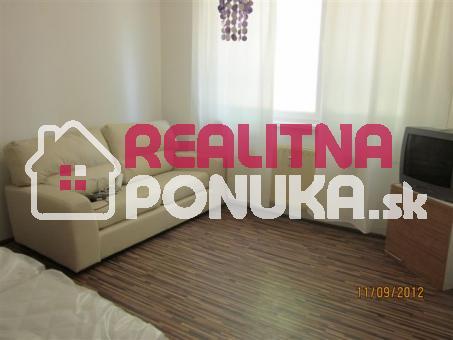 Predáme 1-izbový byt v Ružinove - Ďatelinova ulica, pri Retre.