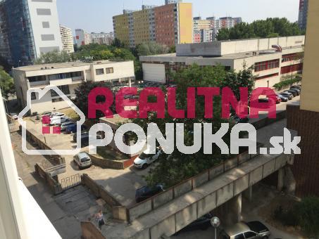 Prenájom 1 garsónka  Ulica Budatínska / Petržalka 400€ V.Ener.